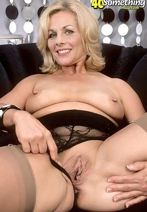 Mature Spreading Porn Pictures