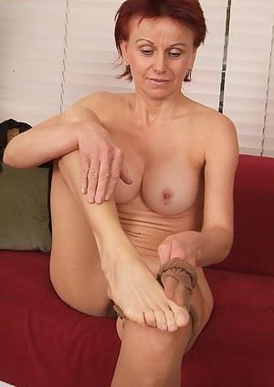 Mature Legs Porn Pictures