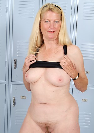 Mature Locker Room Porn Pictures